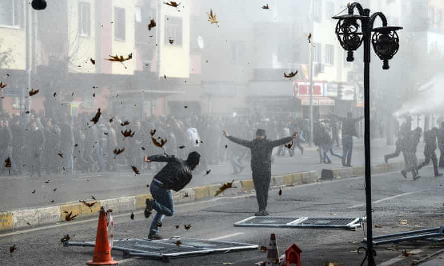 Kurds clash with Turkish police in Diyarbakır as they protest against the recent curfews imposed on Kurdish towns.