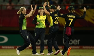 Ellyse Perry and her Australia teammates