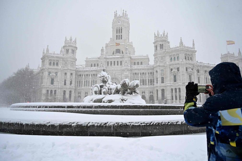 Страшный снегопад в Испании сегодня унес жизни нескольких человек. ВИДЕО 4