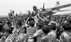 A crowd celebrates the return of the rescue planes to Israel after the hijack at Entebbe