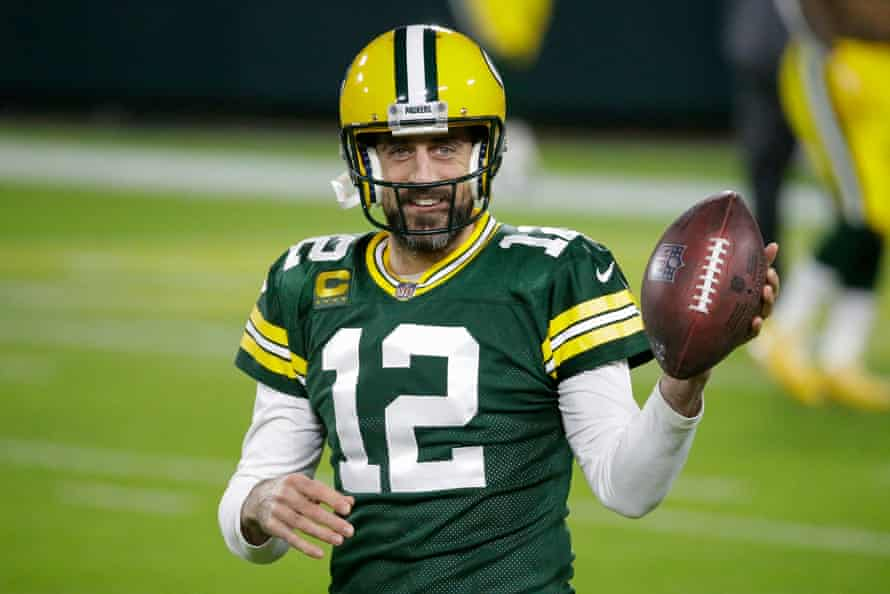 Aaron Rodgers warms up before a game against the Chicago Bears in November 2020