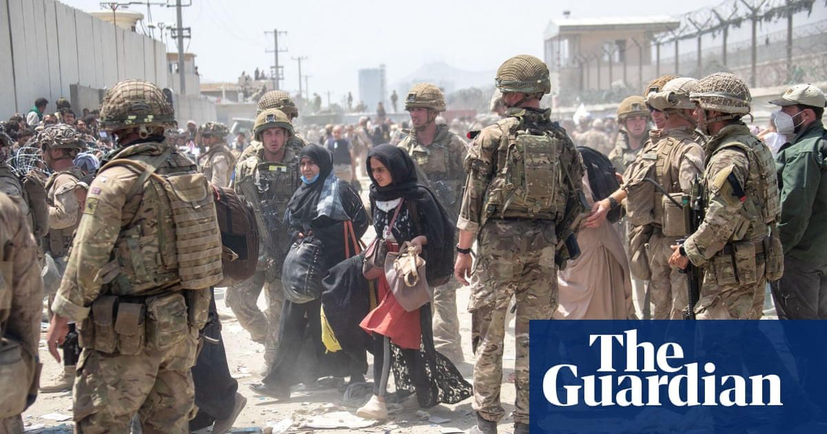 Taliban could close Kabul airport if allies delay exit, says Wallace