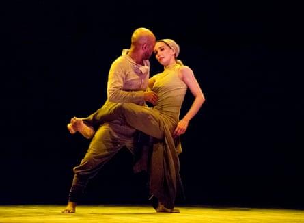Akram Khan and Tamara Rojo in <em>Dust</em> by Akram Khan from <em>Lest We Forget</em> by English National Ballet, 2014.