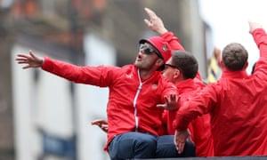 جک ویلشر از رژه پیروزی آرسنال در جام حذفی در سال 2015 لذت می برد.