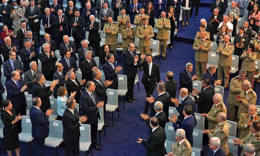 الرئيس الأسد يصل إلى مراسم أداء اليمين يوم السبت.