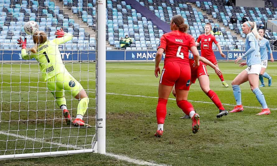 Chloe Kelly scores Manchester City's second goal