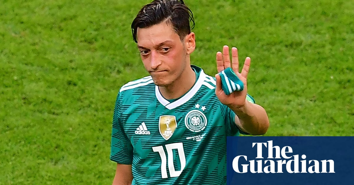 c493df667 Mesut Özil walks away from Germany team citing  racism and disrespect