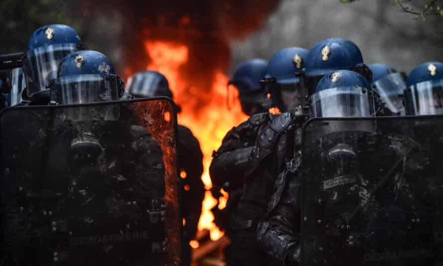Officers in riot gear at an operation in Notre-Dame-des-Landes