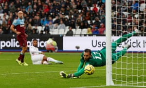Sheffield United's Lys Mousset scores their equaliser.