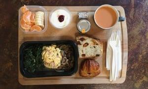 Jordan Chong's at home set up of a Gate Gourmet meal
