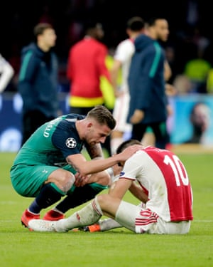Former Ajax player Toby Alderweireld commiserates with Dusan Tadic, his former Southampton team-mate