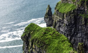 The Guest List is a 'closed world' mystery set on an island off the coast of Ireland.
