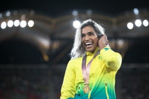 Madison de Rozario on the podium after she won gold for Australia in the women's T54 15oom
