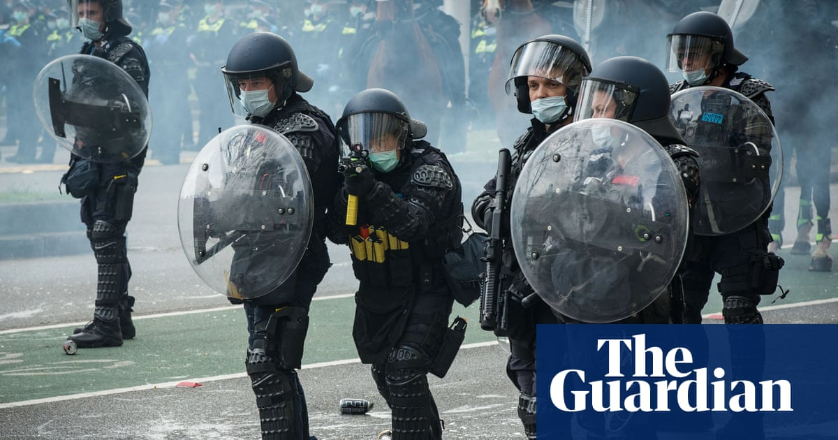 Melbourne descends into chaos as police arrest 62 and fire rubber pellets at anti-lockdown protesters