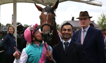 Frankie Dettori Kisses Enable after winning the Yorkshire Oaks in August 2017.