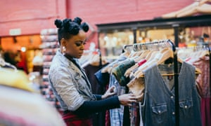 Stylish and beautiful black woman during a Shopping Day.