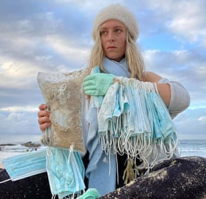 Aliy Potts helped to clear Coogee Beach on Wednesday morning after hundreds of face masks washed up.