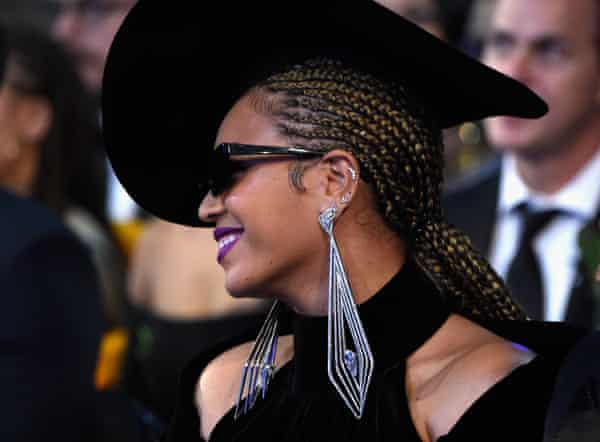 Beyoncé in statement earrings at the 2018 Grammys.