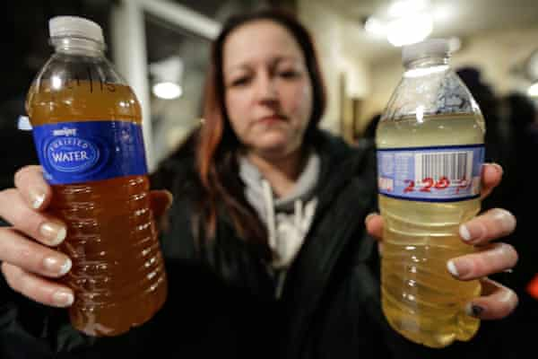 LeeAnne Walters of Flint shows water samples from her home in January 2015