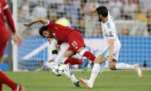 Sergio Ramos grabs Mo Salah, Liverpool v Real Madrid