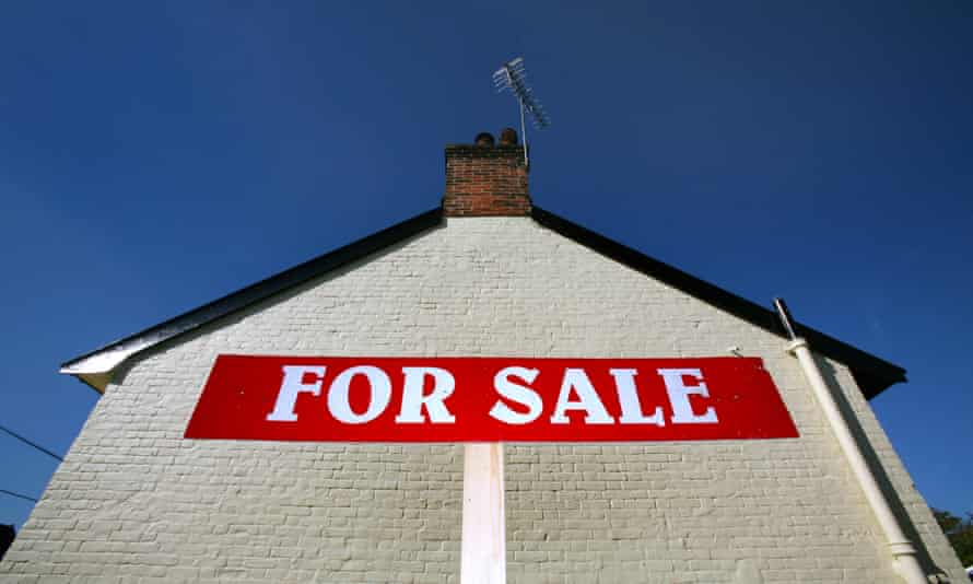 An estate agent's For Sale sign