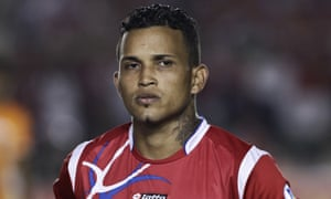 Henríquez before a match against Mexico in Panama City in 2013.