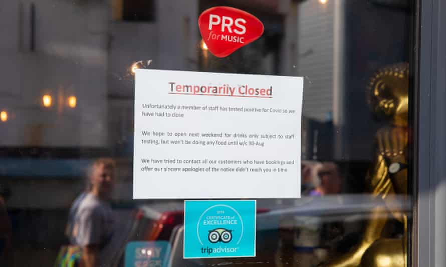 Sign saying venue is closed because a staff member has tested positive for Covid.