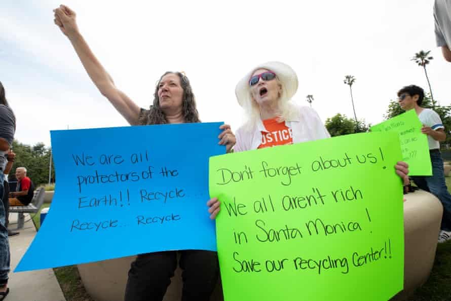 L-R Laura Johnson and Julie Alley at the recycling protest outside Santa Monica City Hall on 11th June 2019. pic © Dan Tuffs