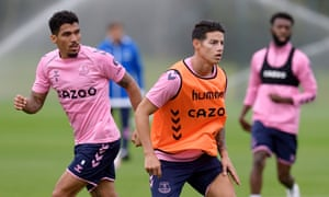 James Rodríguez (right) and Allan train in preparation for their Everton debuts.