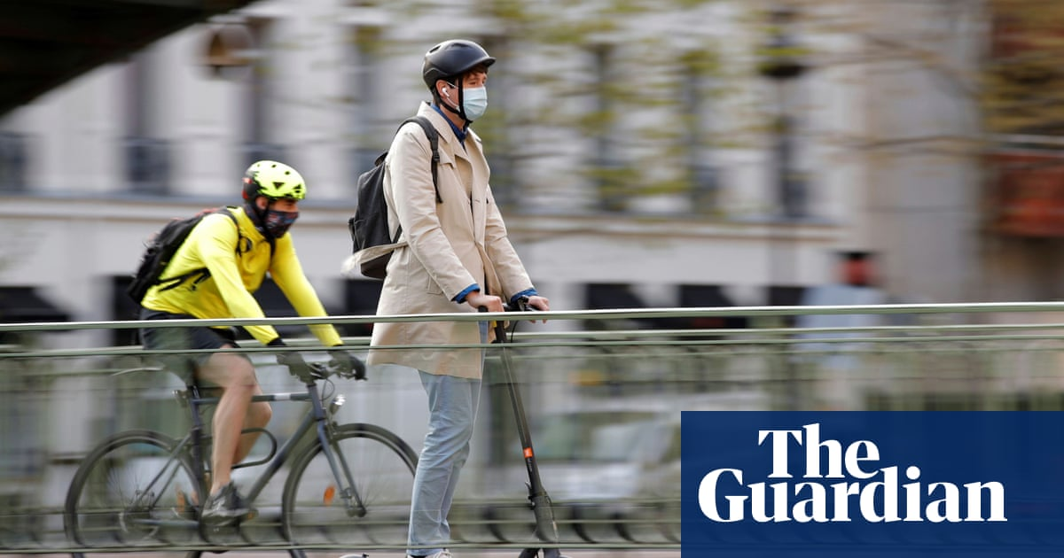 Paris police search for two e-scooter riders after pedestrian killed