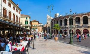 Nhà hàng trong và Đấu trường La Mã, Piazza Bra, Verona