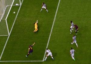 Ivan Rakitic (à droite) ouvre le score pour Barcelone contre la Juventus lors de la finale de la Ligue des champions 2015.