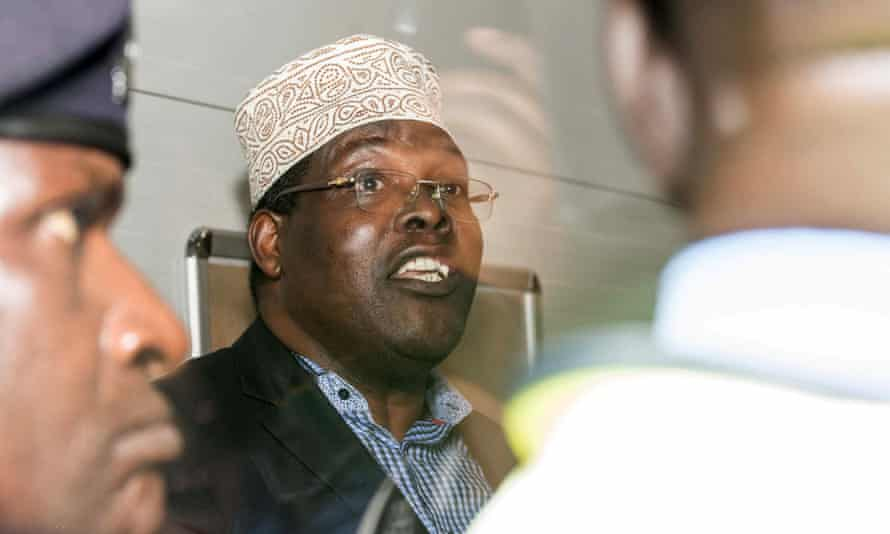 Kenyan opposition politician Miguna Miguna says he has been detained at Nairobi's international airport after trying to return to Kenya.