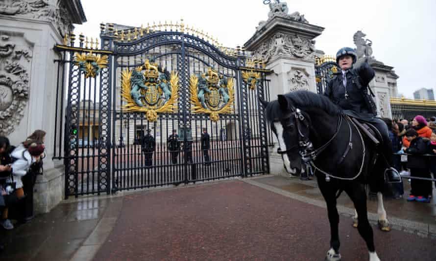 Mounted police outside Buckingham Palace.