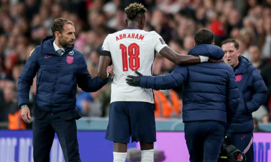 Harry Kane, Tammy Abraham, has been replaced with an injury.
