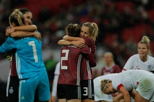 The German players, including Sophia Kleinherne and Kathrin Hendrich, celebrate their victory.