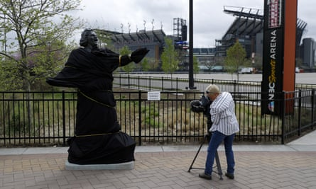 Kate Smith's statue had initially been covered before being removed