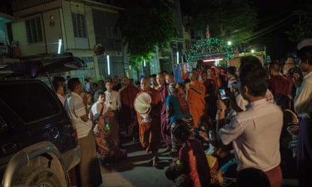 Wirathu and his entourage in Mandalay