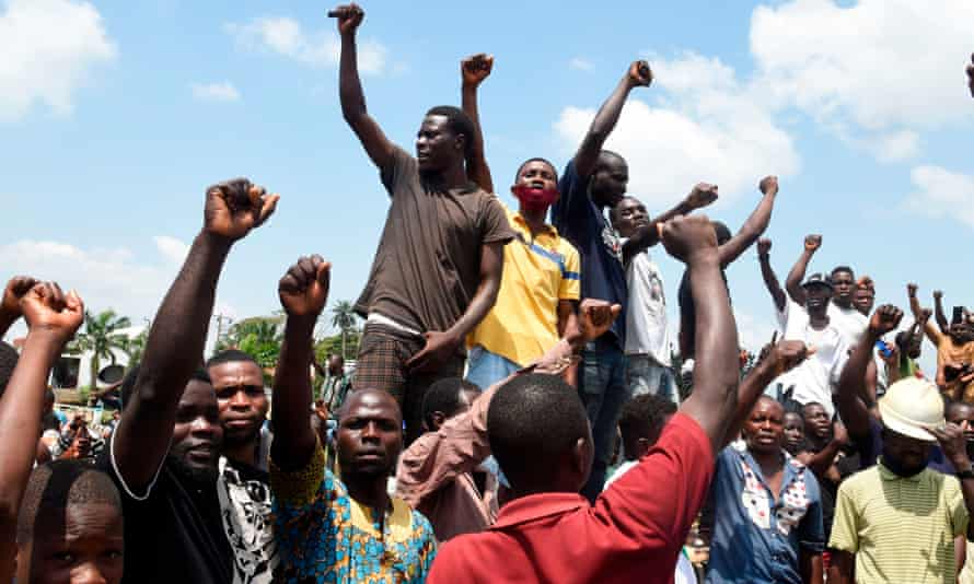 TOPSHOT-NIGERIA-CRIME-POLICE-DEMOTOPSHOT - Protesters chant and sing solidarity songs as they barricade barricade the Lagos-Ibadan expressway to protest against police brutality and the killing of protesters by the military, at Magboro, Ogun State, on October 21, 2020. - Buildings in Nigeria's main city of Lagos were torched on October 21, 2020 and sporadic clashes erupted after the shooting of peaceful protesters in which Amnesty International said security forces had killed several people. Witnesses said gunmen opened fire on a crowd of over 1,000 people on the evening of October 20, 2020, to disperse them after a curfew was imposed to end spiralling protests over police brutality and deep-rooted social grievances. (Photo by PIUS UTOMI EKPEI / AFP) (Photo by PIUS UTOMI EKPEI/AFP via Getty Images)