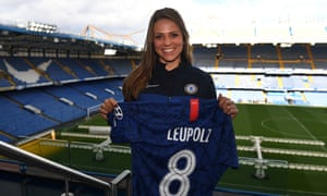Melanie Leupolz has agreed to join Chelsea on a three-year contract.