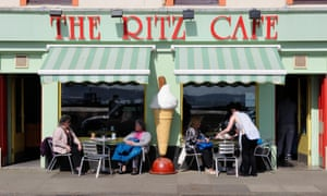 Millport, Isle of Cumbrae, Scotland. Holidaymakers enjoyed fine easter sunshine in Millport on the Isle of Cumbrae.