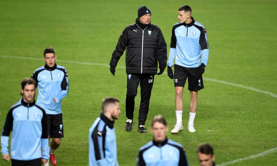 Uwe Rösler takes training before the game against Chelsea, which will be Malmö FF's first competitive match since mid-December.