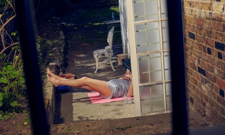 Sun worshippers in lockdown – in pictures