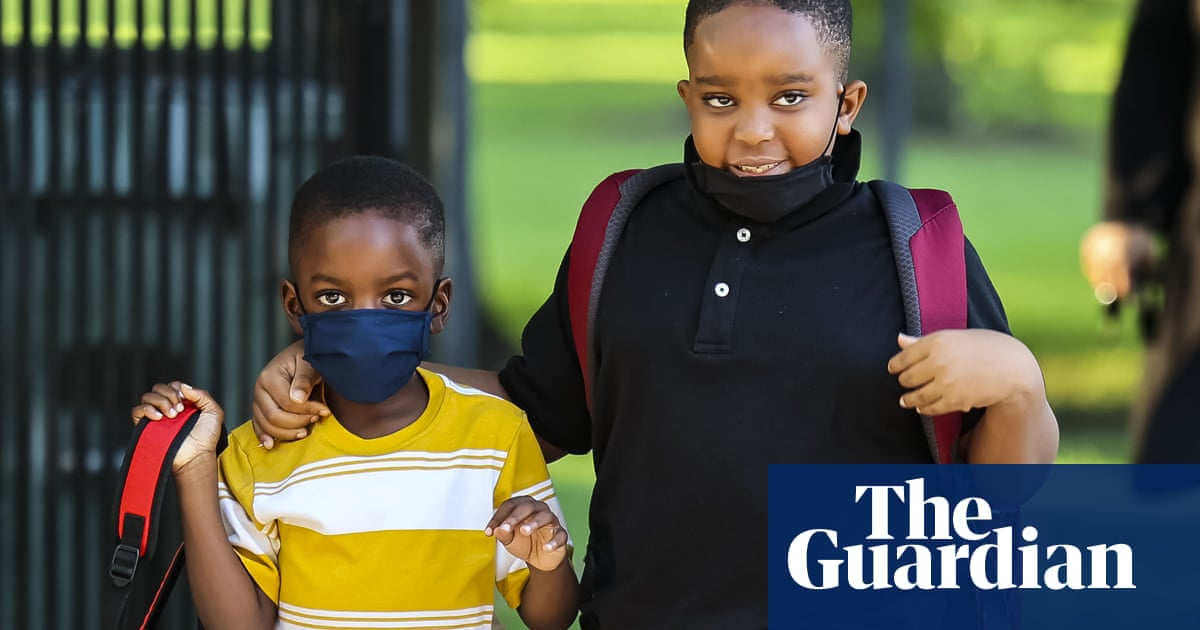 Chicago public school students return amid bus shortages and safety concerns
