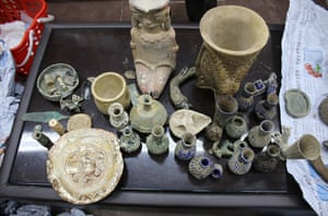 Afghan customs recovered 971 cultural objects at Kabul airport.