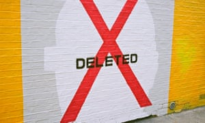 Facebook will delete your backed-up photos if you don't install