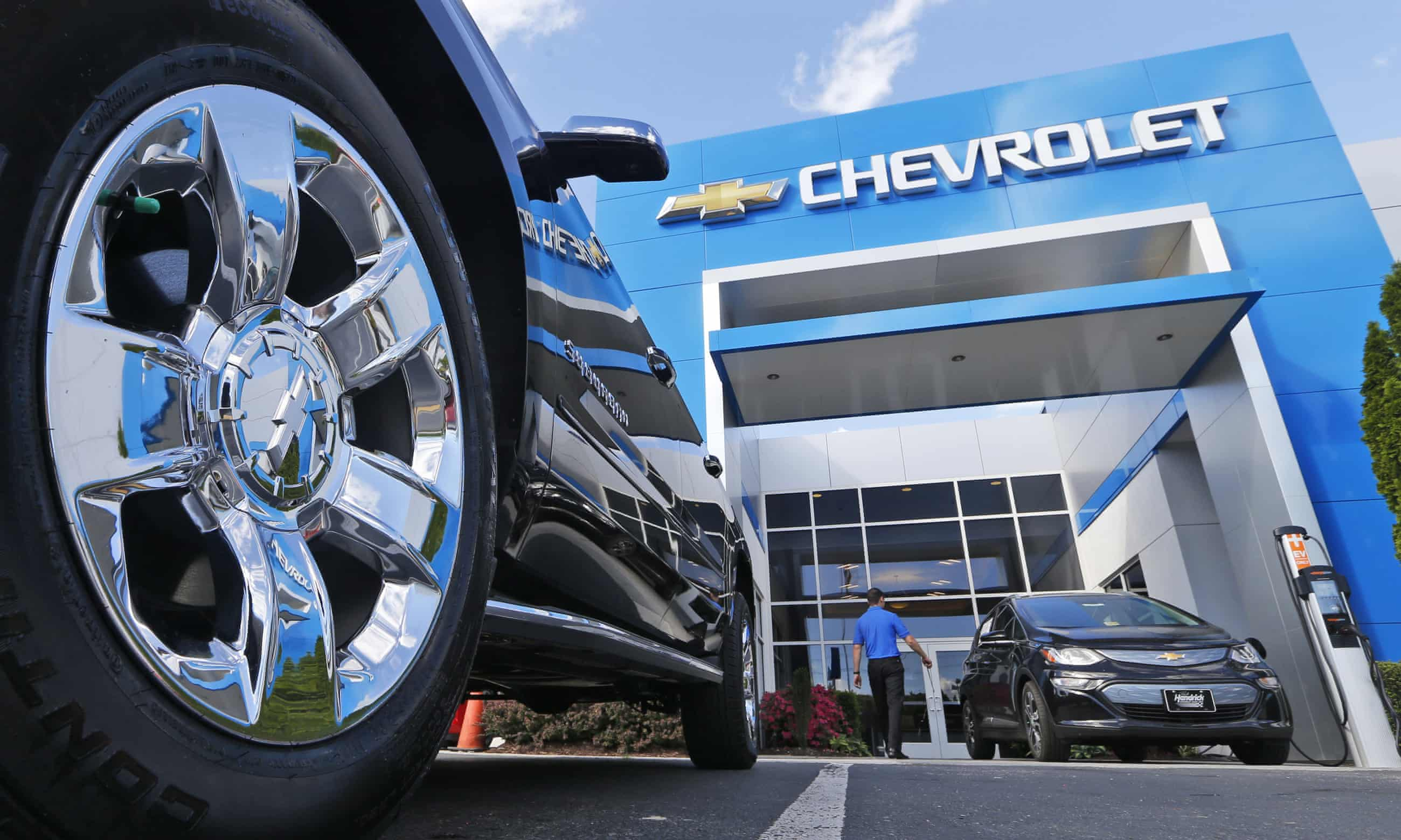 Stricken carmakers stall at the crossroads of a radical future