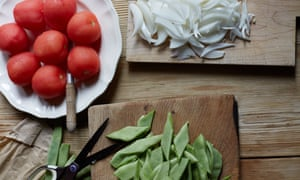 green beans, tomatoes and onions