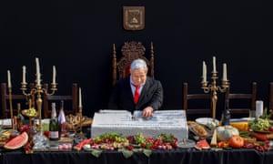 Painting: Benjamin Netanyahu dines alone