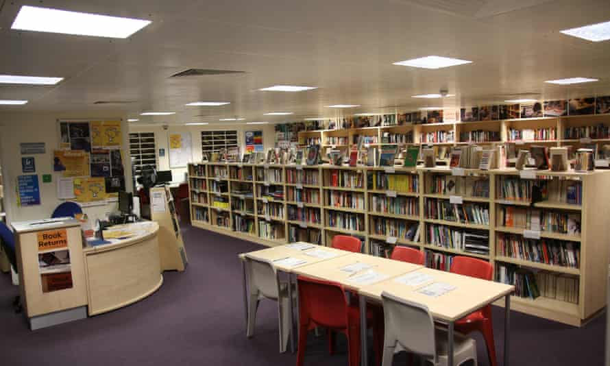 The library in HMP Thameside.